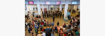 Dirijo a los vientos de la JONDE en el hall del Auditorio Nacional de Música